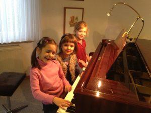 Kleine Klavierbauer